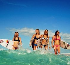 4 surfers