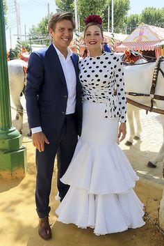 Manuel Díaz 'El Cordobés' y Virginia Troconis Chiffon Dress Long, Frill Dress, Stylish Dresses, Fashion Dresses, Party Mode, Sleeves Designs For Dresses, Engagement Dresses, Festa Party, Mexican Dresses