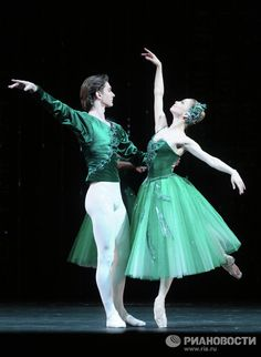 Evgenia Orbaztsova and Vladislav Lantratov in Emeralds, Bolshoi Ballet.