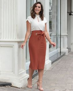 {New Collection} Details! Office Fashion, Work Fashion, Modest Fashion, Fashion Dresses, Fashion Fashion, Fashion News, Elegant Style Women, Office Outfits, Work Attire