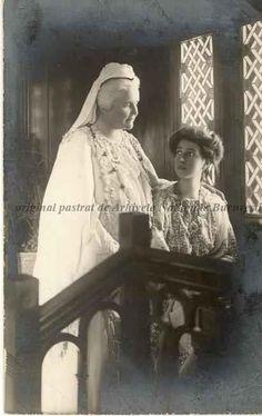 Regina Elisabeta a României, s. Romanian Royal Family, Queen Anne, Vintage Photos, Queens, The Past, Royalty, Emperor, Greece, Shelf