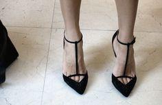 Style - Minimal + Classic : Minimalist heels. Nice toe cleavage.