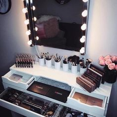 Makeup Room Ideas room DIY (Makeup room decor) Makeup Storage Ideas For Small Space - Tags: makeup room ideas, makeup room decor, makeup room furniture, makeup room design My New Room, My Room, Rangement Makeup, Vanity Room, Mirror Vanity, Diy Vanity, Glam Mirror, Small Vanity, Mirror Bathroom