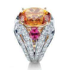 Harry Winston Ring - Mandarin Garnet & Diamond ring - 1 oval mandarin garnet 19.47 carats; 2 oval spinels 1.96 carats; 82 round brilliant diamonds 4.04 carats. Platinum setting.