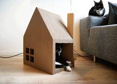 Scratchhouse for cat / Griffoir pour chat en forme de maison