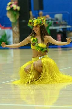 Need a fresh costume for Ori Tahiti Competition? Contact Mohea Designs at least two weeks before your event for a fresh costume. Prices vary based on design, Hawaiian Hula Dance, Hawaiian Girls, Hawaiian Dancers, Hawaiian Art, Polynesian Girls, Polynesian Dance, Polynesian Culture, Hula Girl Costume, Dance Costumes