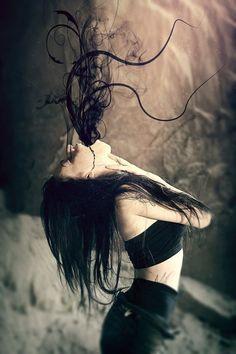 Ogni temporale che ci attraversa l'anima, trascina sempre via con se qualcosa di nostro, ma sta solo a noi decidere ciò che vogliamo che rimanga ancorato dentro il cuore o che ci abbandoni per sempre per farci tornare di nuovo a splendere. Cavolata Velia da PensieriParole