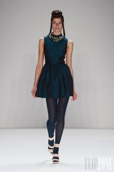 Dimitri - Pret a porter - Otoño-Invierno 2013-2014 - http://es.flip-zone.com/fashion/ready-to-wear/independant-designers/dimitri-3374