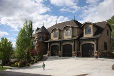 Large #Utah home (sleeps 12+) with 10 Ski Resorts within 1 hour !! Can you imagine? #homeexchange #skiing #ski