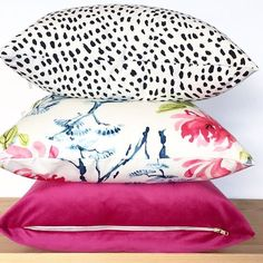 Come. ON. #toniclivingpillows . . . #tonicliving #homedecor #pillow #shelfie #interior123 #pursuepretty #ihavethisthingwithpink #ihavethisthingwithpillows #currentdesignsituation #colorventures #bloglovinhome #finditstyleit #acolorstory #colorhunters #colorcrush #abmhappylife #livecolorfully #colorlove #dscolor #petitejoys #flashesofdelight #thehappynow #livethelittlethings  #dscolor #nothingisordinary  #makeyousmilestyle #colorventures #smploves #acolorstory