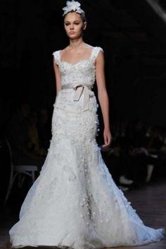 Monique Lhuillier Aspen Wedding Dress $3,250