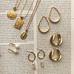 The Golden collection 💭 - Jewelry and accessories from AuLama. Diy Jewelry Rings, Cute Jewelry, Jewelry Art, Jewelry Accessories, Fashion Accessories, Fashion Jewelry, Geek Jewelry, Trendy Jewelry, Simple Jewelry