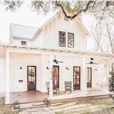 Modern farmhouse home exterior
