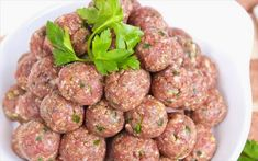 Savory, fragrant and accompanied by classic tomato sauce. Who can resist meatballs with sauce? Meatball Sauce, Meatball Recipes, Tomato Basil Sauce, How To Cook Meatballs, Pork Meat, Fresh Milk, Italian Recipes, Food To Make, Spicy