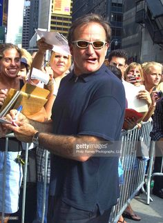 Robin Williams at the Letterman show to promote his new movie, One Hour Photo. in NY. 8/21/02 PG/LG