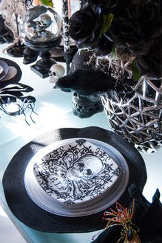 Halloween tablescape with black crows & skull plates // #Halloween #crows #skulls
