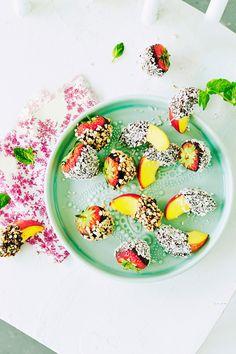 Suklaamansikat ja -nektariinit   K-ruoka #lastenkutsut Joko, Acai Bowl, Breakfast, Acai Berry Bowl, Morning Coffee, Morning Breakfast