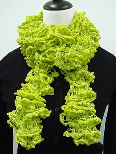 Free Knitting Fever ROZIO SCARF Pattern (looks a lot like the #fail linked scarf I was/am planning to make before winter's end).