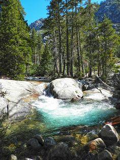 Hiking to Horsetail Falls