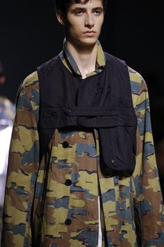 Dries Van Noten Spring 2017 Menswear Fashion Show New Mens Fashion, Punk Fashion, Military Fashion, Fashion Shoot, Fashion Images, Fashion Pictures, Fashion Details, Fashion Design, Fashion Styles