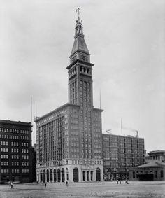 Montgomery ward building 1900