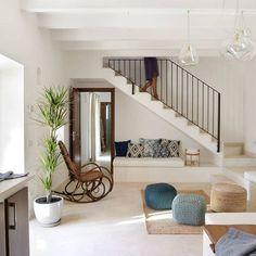 Aprovechar el hueco de la escalera para construir un sillón... https://www.homify.com.mx/libros_de_ideas/235249/espacio-bajo-la-escalera-8-ideas-para-aprovecharlo-al-maximo