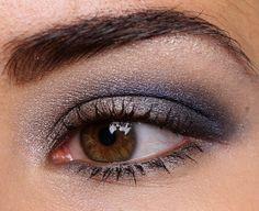 Urban Decay Dangerous Eyeshadow Palette Mushroom (inner lid), Ace (outer lid), Evidence (crease), Loaded (crease), Skimp (browbone), Mushroom Eyeliner (8 Hours of Wear)