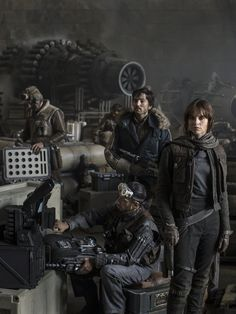 Rogue One: A Star Wars Story est un film de Gareth Edwards (II) avec Felicity Jones, Riz Ahmed. Synopsis : Situé entre les épisodes III et IV de la saga Star Wars, ce spin-off racontera comment un commando rebelle se lance dans une mission pour voler les pl