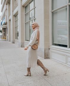 How To Wear Knitwear Sweater With Hijab. Now that Autumn is here get out Your Cosy Sweater Dresses - Image:@withloveleena - Get Reading To Get Some Great Ideas - Autumn Fashion - Early Fall Trends - Cosy Cardigans - Hijab Fashion - Hijab Girl - Winter Hijab Fashion - Autumn Fashion #Sweaters #Hijabfashion #Autumn #cosyknitwear