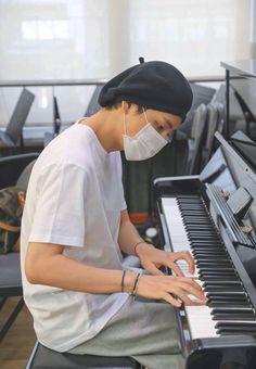 This is a Community where everyone can express their love for the Kpop group BTS Taehyung Selca, Namjoon, Vlive Bts, Bts Bangtan Boy, Bts Boys, Daegu, Foto Bts, Bts Photo, Kpop