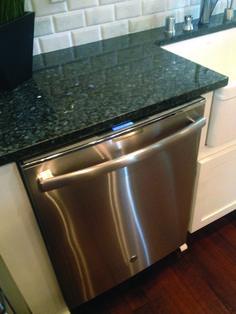 Five Tips on Updating Your Kitchen – Backsplash Tips Granite Kitchen, Granite Countertops, Kitchen Backsplash, Mosaic Backsplash, Backsplash Ideas, Kitchen Redo, Kitchen Remodel, Kitchen 2016, Kitchens