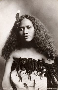 Maori Maiden, postcard | Early Pictures