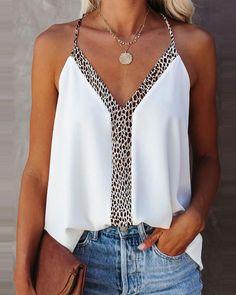 Camisa con diseño de botones de encaje y pestañas con cuentas Online. Discover hottest trend fashion at chicme.com Chic Type, Tops Online Shopping, Trend Fashion, Women's Fashion, Summer Tank Tops, Leopard Print Top, Paisley, Cami Tops, Ruffles