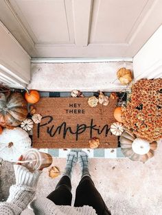 home decor crafts DIY fall decor,DIY fall decorations for home,pumpkins decor ideas,pumpkins crafts,thanksgiving decorations Halloween Home Decor, Halloween House, Fall Home Decor, Diy Halloween, Fall Apartment Decor, Autumn Decor Living Room, Front Porch Fall Decor, Fal Decor, Modern Fall Decor
