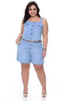 Macaquinho Jeans Plus Size Vanita Plus Size Jeans, Romper Outfit, Shirt Dress, T Shirt, Look Con Short, Plus Size Jumpsuit, Looks Plus Size, Evening Dresses For Weddings, Dress Up Costumes
