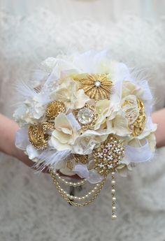 Ivory Brooch Bouquet, Vintage Brooch Bouquet, Gold Brooch Bouquet, Alternative Bouquet, Heirloom Bouquet  ||  #wcvendor
