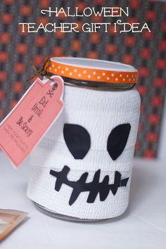 Cute Coffee Halloween Teacher Gift Ideas with a free halloween Printable  #StarbucksCaffeLatte #MyStarbucksatHome  #ad