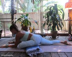 """pigeon pose Using a """"Yoga"""" or Mexican blanket as an aid in some poses. Yoga Bewegungen, Yoga Moves, Yoga Meditation, Meditation Space, Yin Yoga, Yoga Blanket, Pigeon Pose, Yoga Props, Restorative Yoga"""