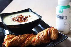 """Iselin Svendsen: """"Blomkålssoppa - Blomkålsuppe med ekstra protein: 1 blomkål 1⁄2 stk finhakket løk 6 dl vann 3 stk hønsebuljongterning 2 dl lettmelk 1 dl eggehvite @ultimight 1⁄2 ts salt 1⁄2 ts pepper 1/4 ta koriander Bacon i tern til topping... : -Vask & del kål i mindre buketter. Ha blomkål, lök, buljong, vann, äggvita, mjölk i en kjele og kok opp. La koke i ca 15 min. -Kjør jevn med stavmikser, smak til med krydder. #kalkonbacon muskelmat soppa favfood tips Pork, Meat, Kale Stir Fry, Pork Chops"""