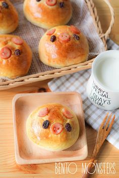 Japanese Curry Piggy Bread Bun (This is adorable -- plan to try with a ham and cheese filling, or a pepperoni roll filling for my kids. Even BBQ meat might work)