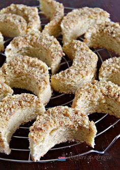prăjitură semilună cu nucă Detox Recipes, Healthy Recipes, Top 15, Baking Classes, Romanian Food, Pasta, Sweet Cakes, Dessert Recipes, Desserts