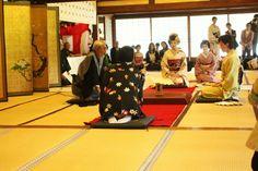 Fan Tossing Competition #asakusa #tokyo #japan #travel [ http://bow-asakusa.com ]
