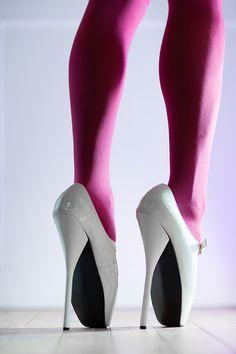 Heels Ballet Heels, Super High Heels, White Pumps, Shoes Heels Boots, How To Look Pretty, Designer Shoes, Character Shoes, Dance Shoes, Shoe Designs