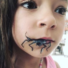 Kids spider likes. Spider Face Painting, Face Painting Images, Face Painting For Boys, Face Painting Designs, Scary Face Paint, Cool Face Paint, Maquillage Halloween, Halloween Makeup, Halloween Face