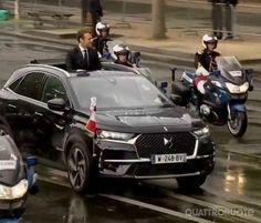 <strong>Emmanuel Macron</strong> - Su una DS7 Crossback all'Eliseo
