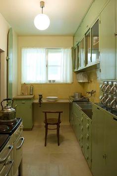 Bien avant la cuisineIkéa, il y eutLa cuisine de Francfort(Frankfurter Küche en Allemand).Conçue en 1926 par l'architecte autrichienneM...