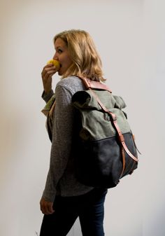 Leather and Waxed Canvas Weekender Bag Olive Canvas di AwlSnap