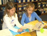 In this lesson, students are paired with similar readers in their class to engage in meaningful reading partnerships. Daily 5 Reading, Partner Reading, Teaching Reading, Guided Reading, Teaching Ideas, Reading School, Reading Room, 2nd Grade Ela, Third Grade Reading