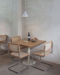 """Explore our internet site for more info on """"bistro furniture design"""". It is actually an outstanding location to get more information. Cafe Interior Design, Cafe Design, Home Interior, Design Retro, Restaurant Design, Restaurant Interiors, Restaurant Lighting, Interiores Design, Furniture Design"""