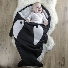 Is your little one still dreaming from Free Willy? Then he'll love this Orca sleeping bag! In fact it's not only a sleeping bag, but also a stroller bag. You can use it in your stroller by simply cutting the fabric at the foreseen places so that the belt of the stroller can pass through it. This sleeping/stroller bag is made from 100% soft cotton and features a handy zipper that allows you to open and close the bag fast and easily. Your baby will feel like a fish in water in this comfy and…